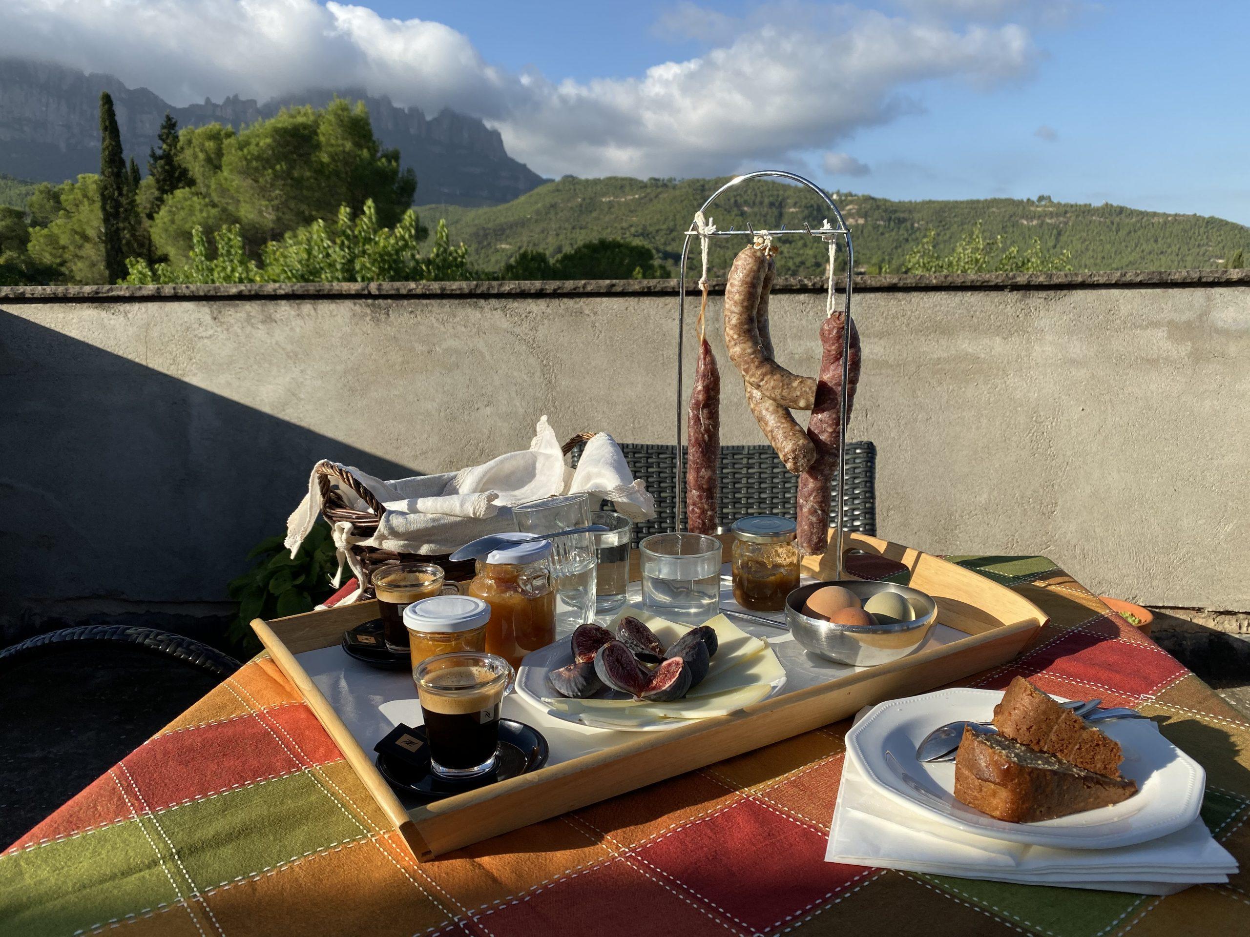 Esmorzar a la terrassa de l'habitació